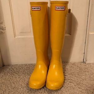 Yellow hunter boots :)